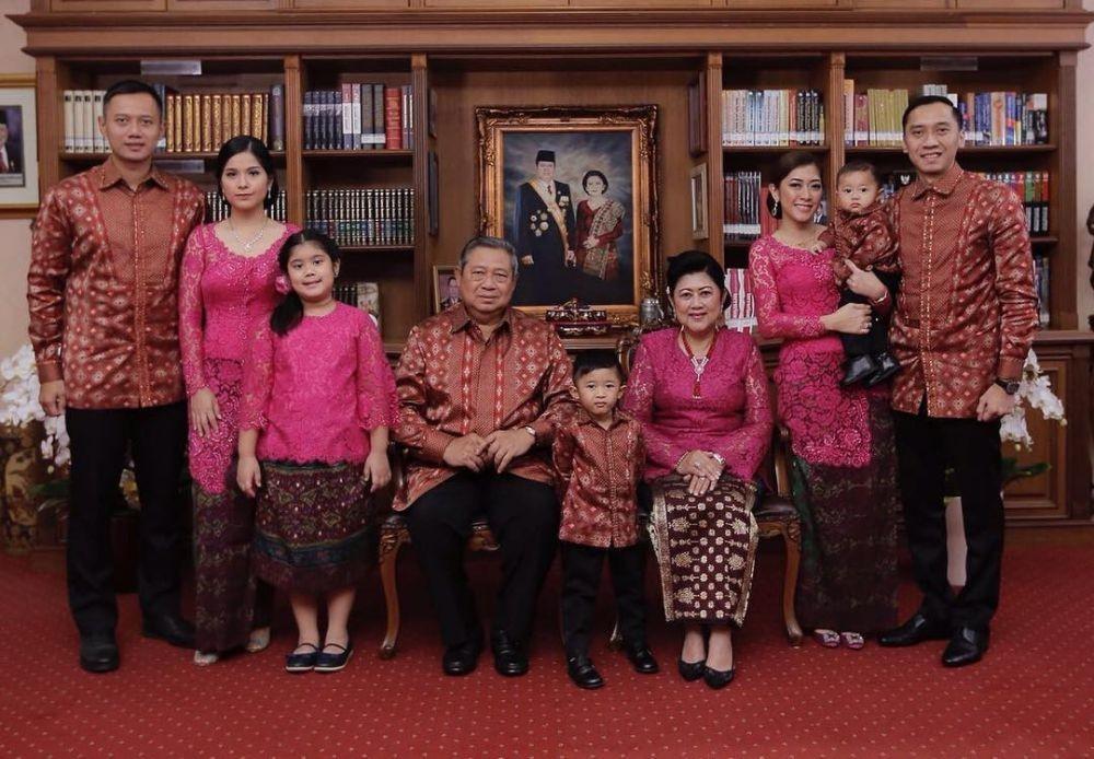 9 Koleksi Busana Lebaran Keluarga SBY, Selalu Kompak Kembar!