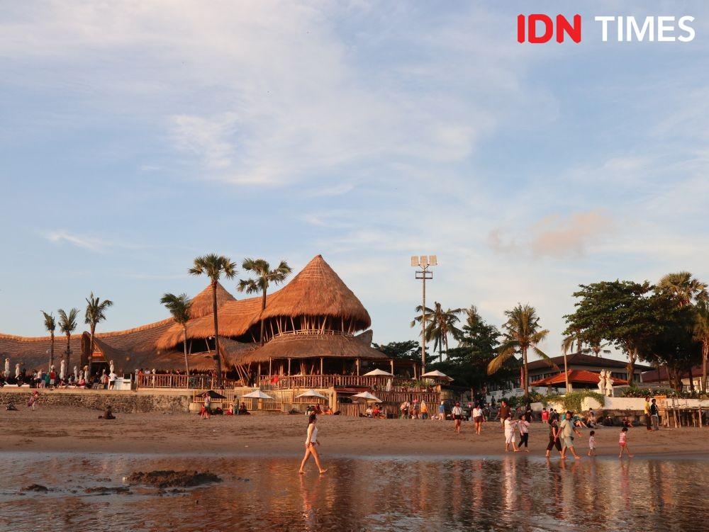 Ramai saat Libur Hari Raya Idul Fitri, 10 Potret Pantai Berawa Bali