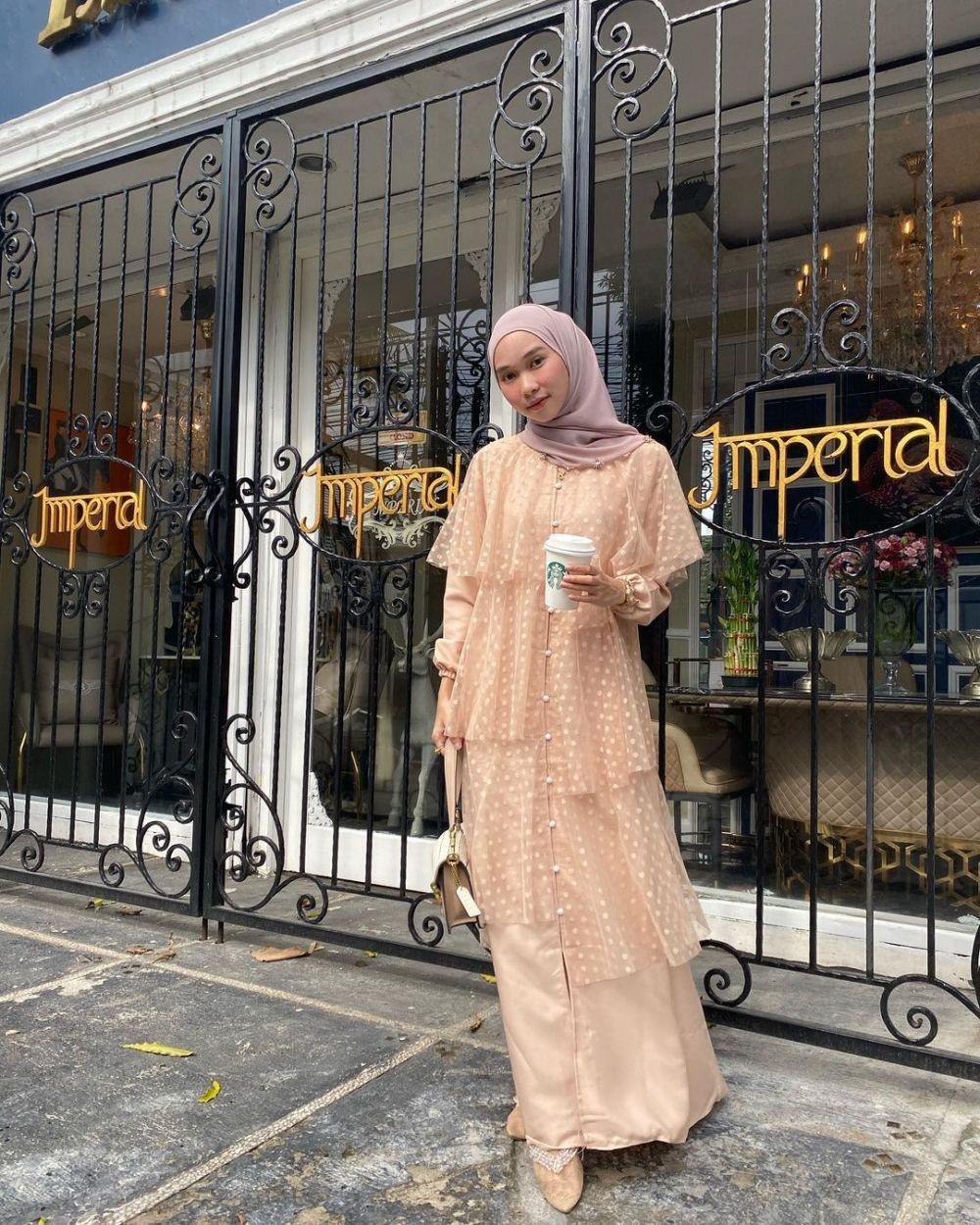 10 Gaun Kondangan Hijab ala Selebgram Astri Ratnasari, Mewah Sekejap!