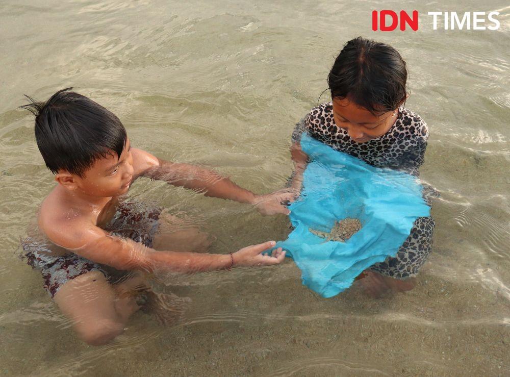 12 Potret Aktivitas Anak-anak Nikmati Pantai di Bali, Menggemaskan Deh