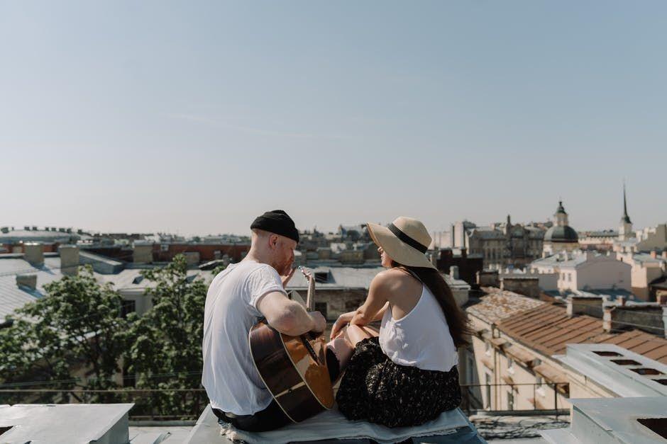 5 Manfaat Nostalgia Bareng Pasangan, Bikin Hubungan Makin Hangat