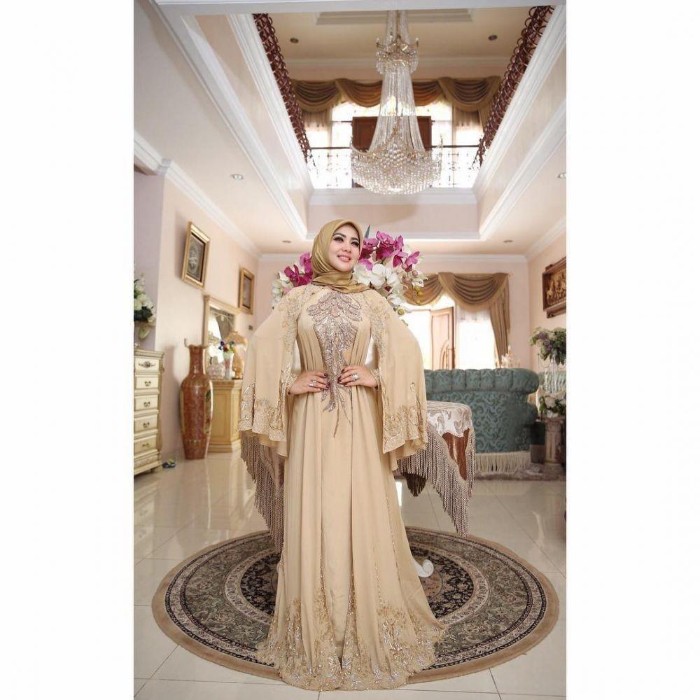 9 Padu Padan OOTD Hijab ala Syahrini, Hasil Akhirnya Selalu Glamor!