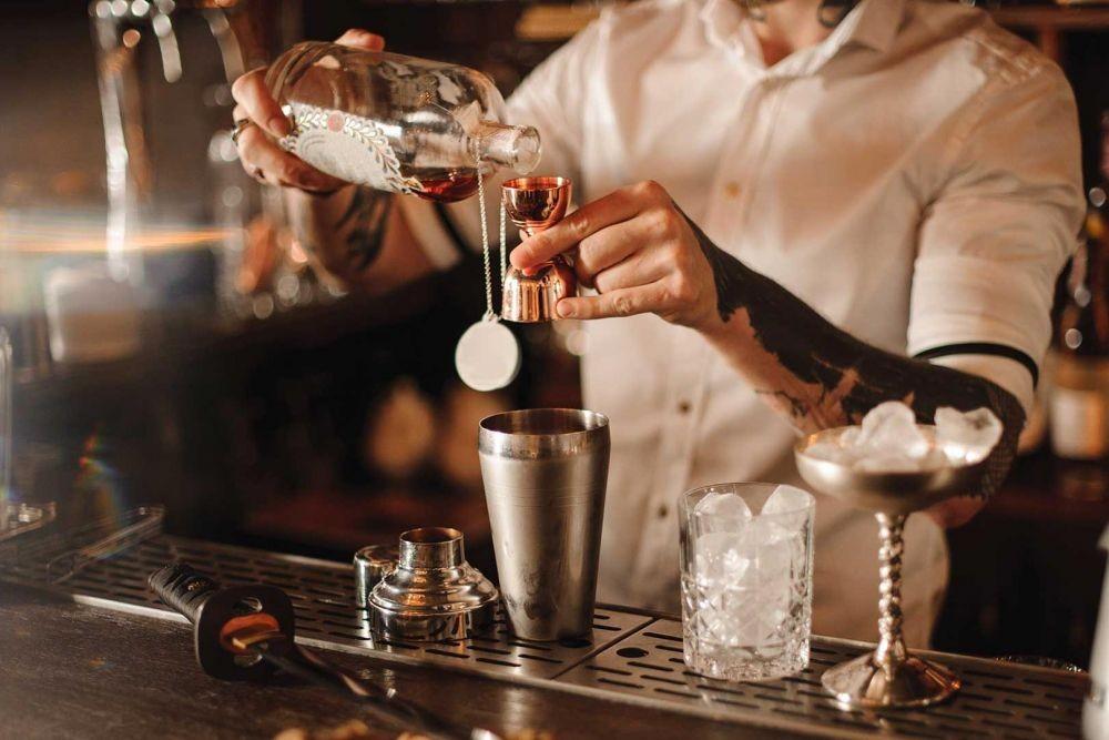 5 Cara Pesan Minuman di Bar, biar Gak Salah Pilih dan Malu-maluin!