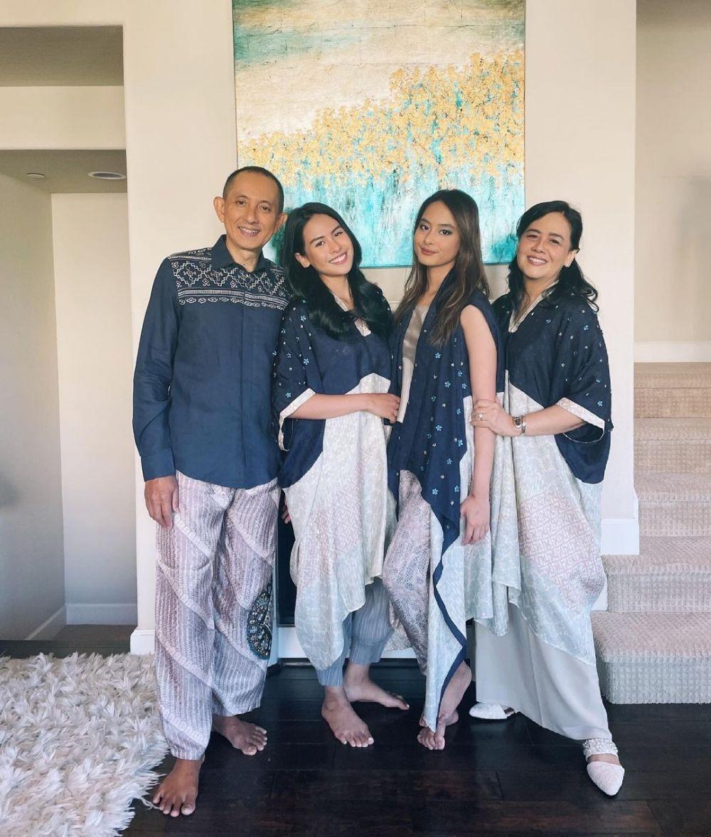 Mirip Bak Kakak Beradik, 9 Adu Style Maudy Ayunda Vs Mama