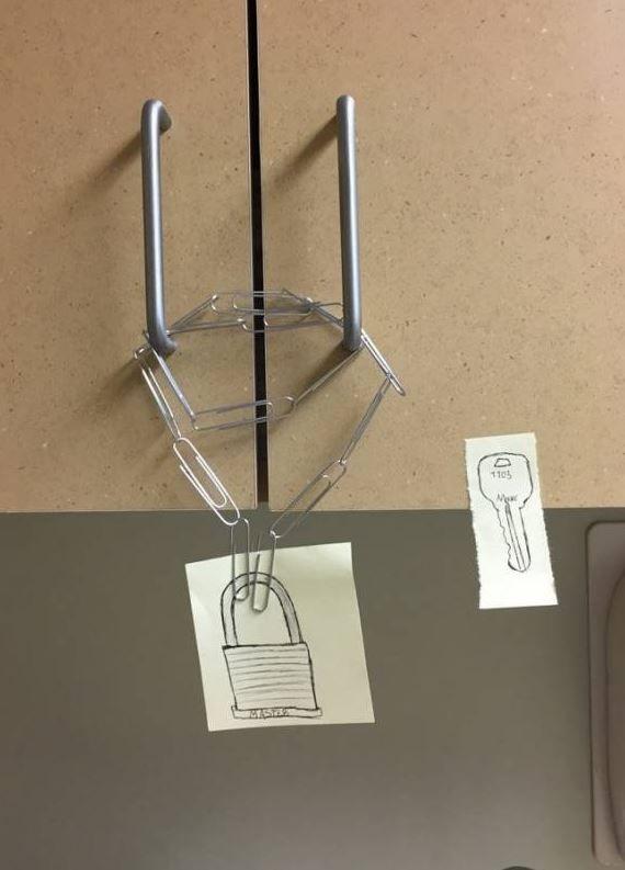 Bikin Ketawa Cekikikan, 10 Potret Kunci Pintu Sia-sia Banget