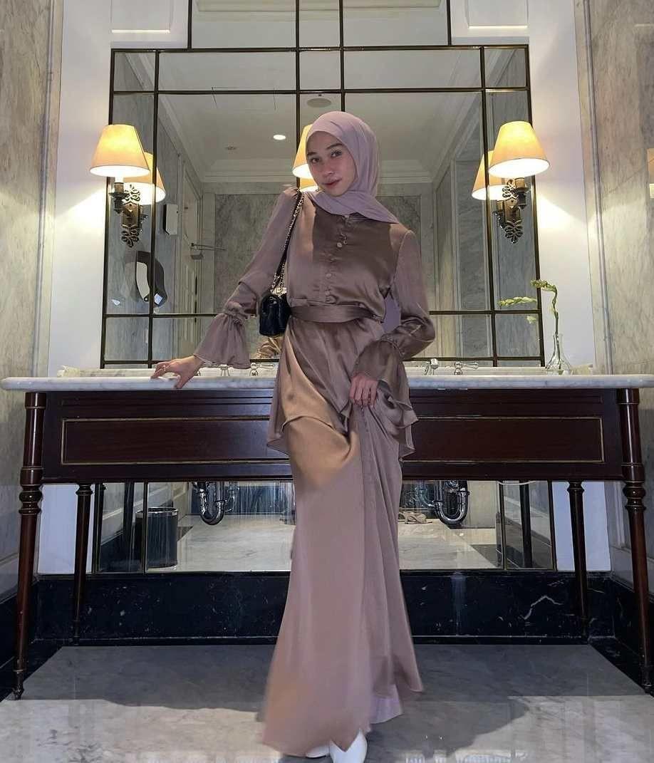 10 Style Kondangan Astri Ratnasari, Desainnya Vintage Elegan
