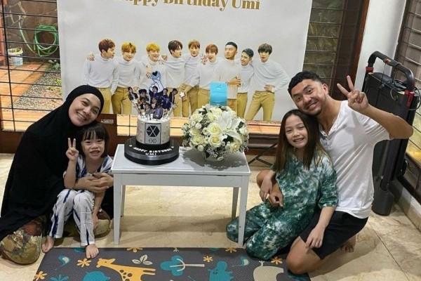 10 Potret Ulang Tahun Dian Ayu Lestari, Dapat Kejutan Serba EXO