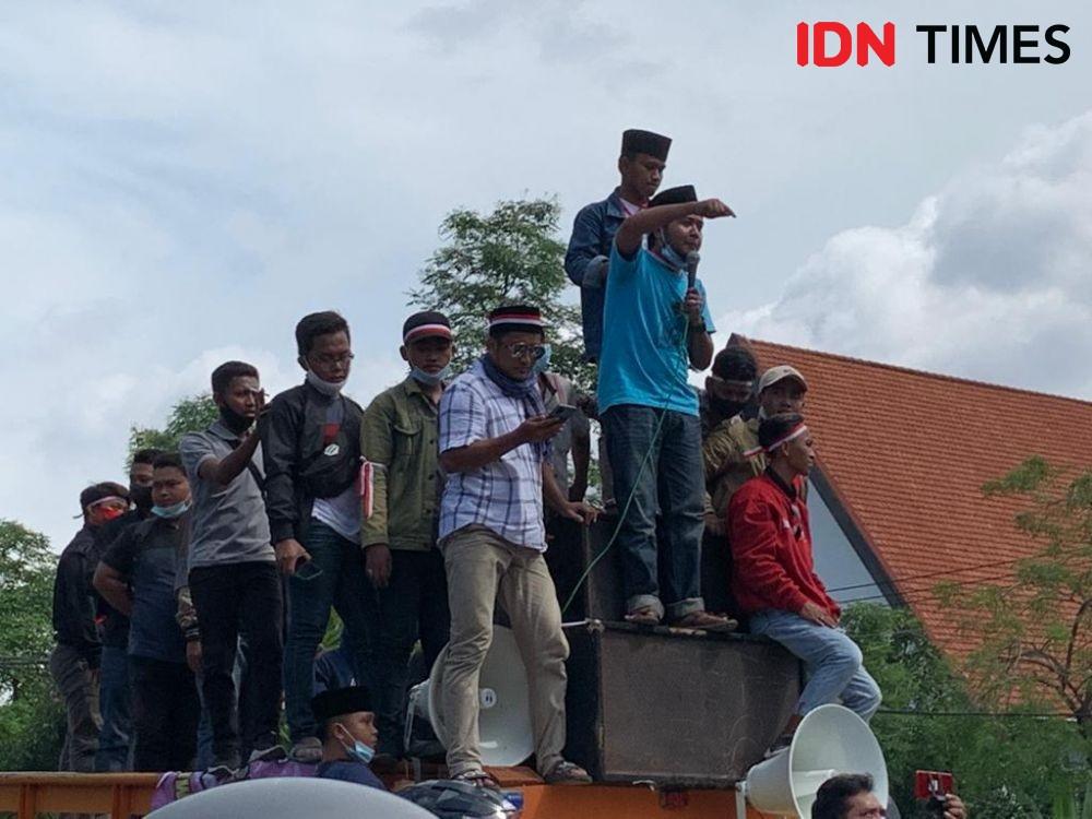 9 Potret Demo Warga Madura, Banyak yang Tak Bermasker!
