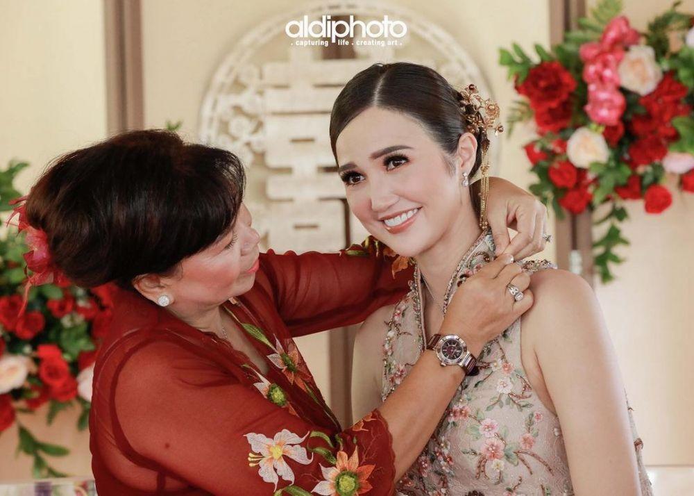 10 Potret Syahdu Pertunangan Sonia Fergina, Puteri Indonesia 2018