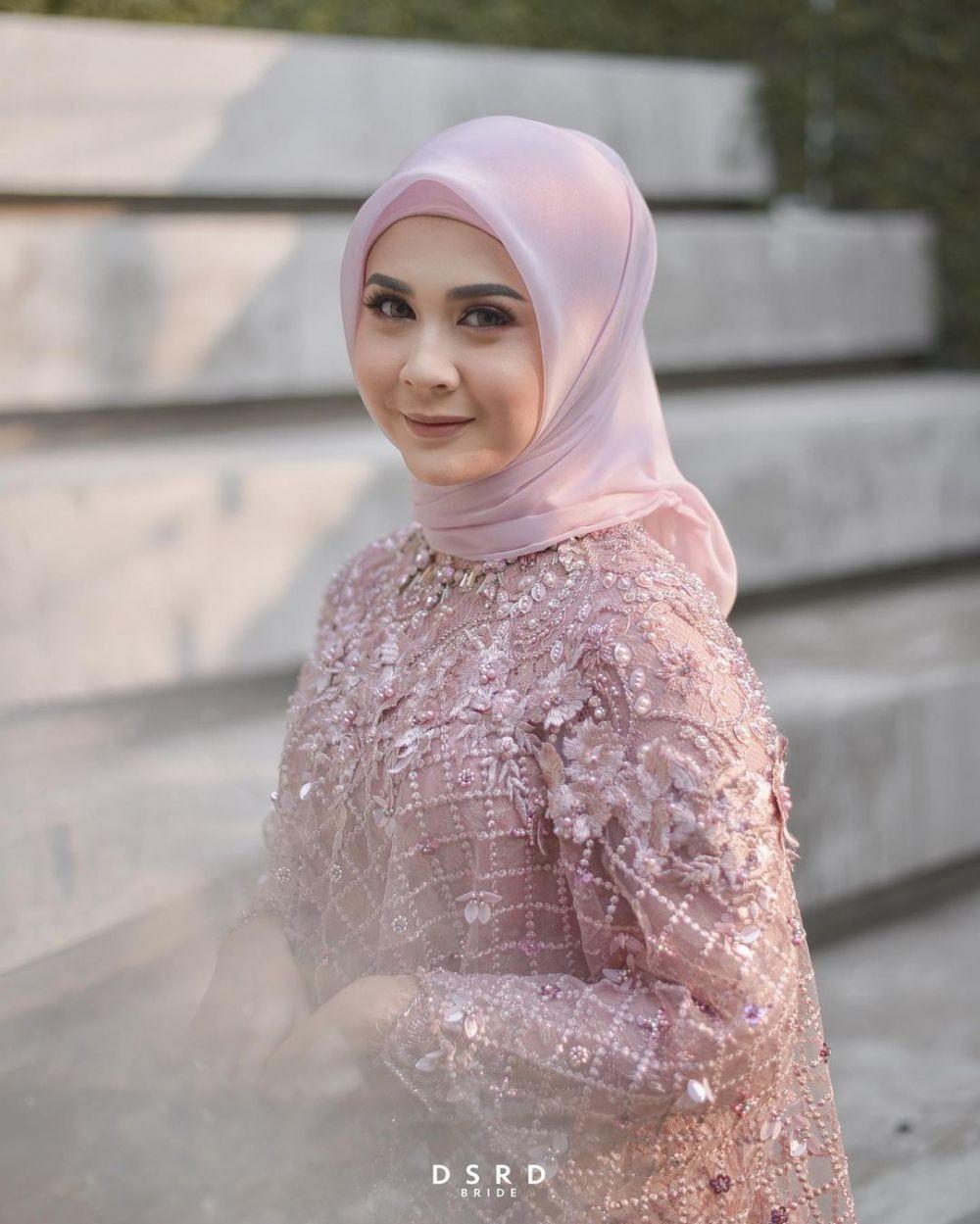 10 Inspirasi Gaya Hijab untuk Lamaran, Anggun dan Bersahaja