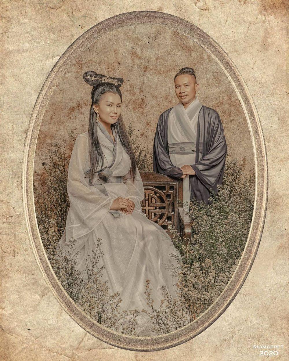 9 Inspirasi Prewedding dengan Tema Oriental ala Artis, Mewah & Merona