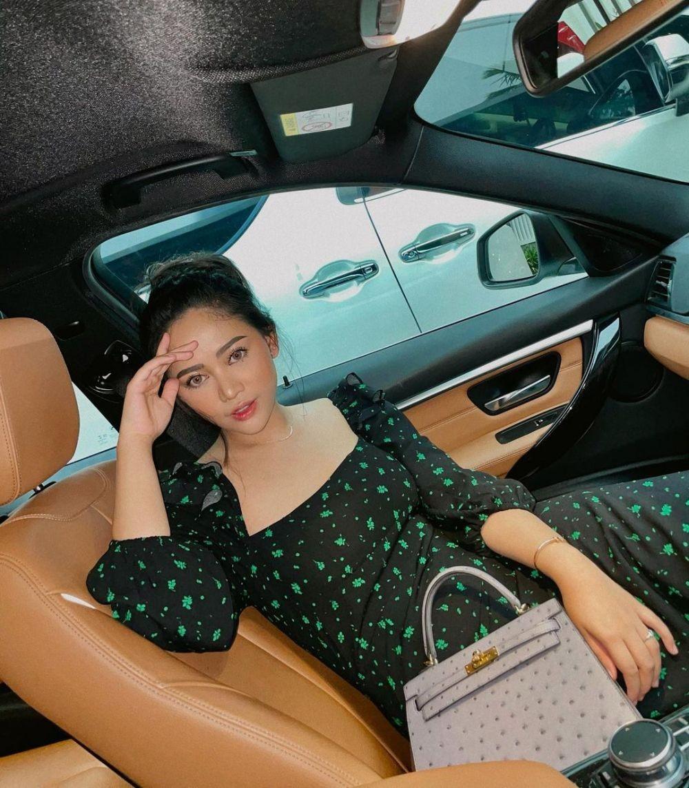 10 Potret Rachel Vennya Pakai Dress,Makin Dinilai Berani sama Netizen