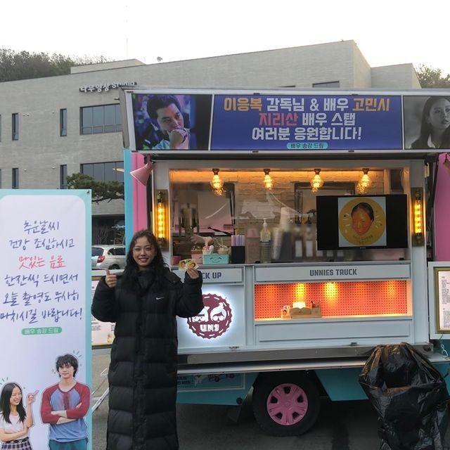 12 Aktris Korea Ini Dikirimi Truk Makanan dari Teman Cowoknya