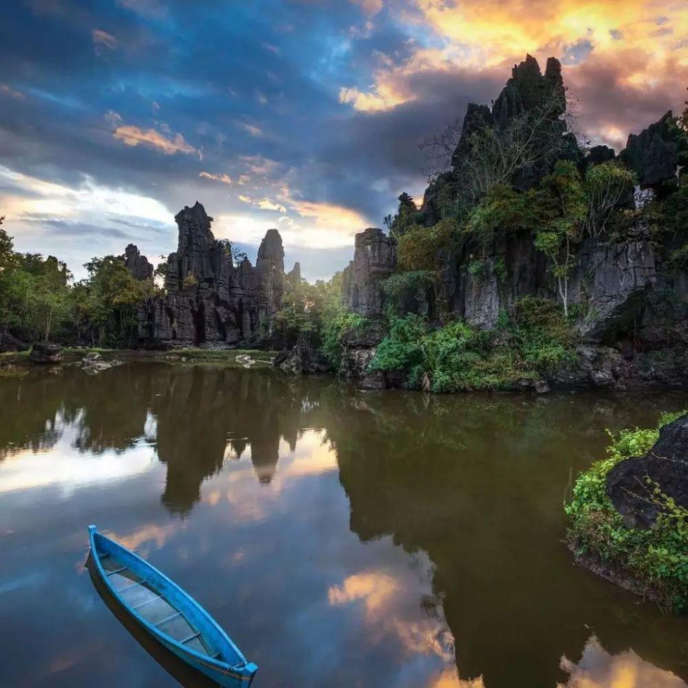 10 Situs Geoheritage Terindah di Indonesia,Ada Destinasi Impianmu?