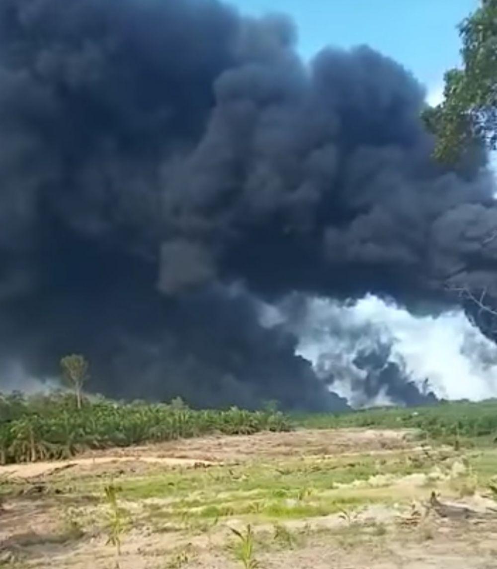 Pertamina Diminta Bantu Padamkan Api di Sumur Minyak Ilegal